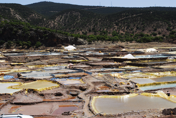 Salt extracting ponds in Asla Smimo